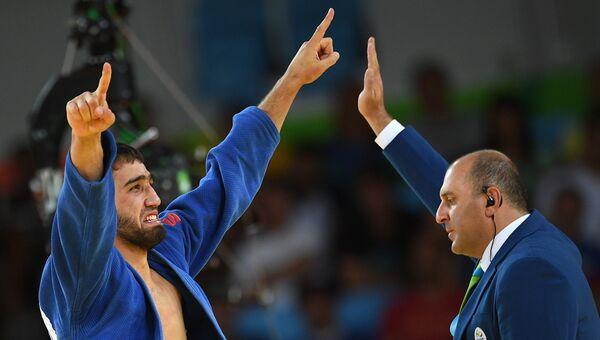 Дзюдоист Хасан Халмурзаев радуется победе в финальном поединке на XXXI летних Олимпийских играх