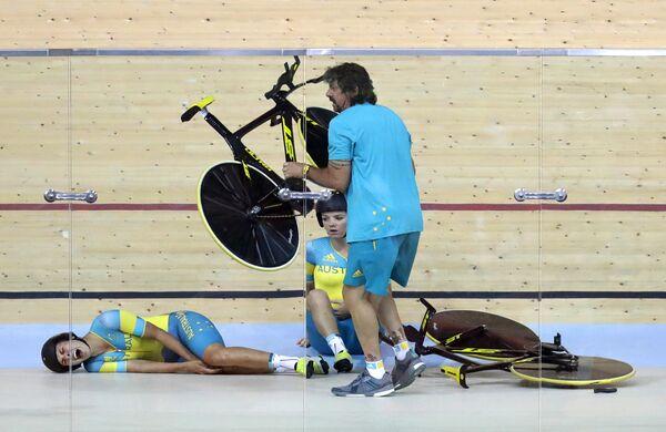 Австралийка Мелисса Хоскинс во время тренировочного заезда на велотреке на летних Олимпийских играх в Рио-де-Жанейро