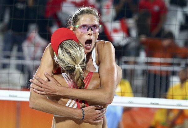 Игроки канадской сборной по пляжному волейболу на летних Олимпийских играх в Рио-де-Жанейро