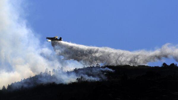 Тушение пожаров с помощью авиации в Галисии, Испания