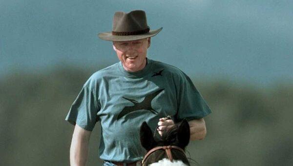 Президент США Билл Клинтон во время отпуска на ранчо в Джексон Хоул