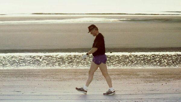 Билл Клинтон на пляже после утренней пробежки