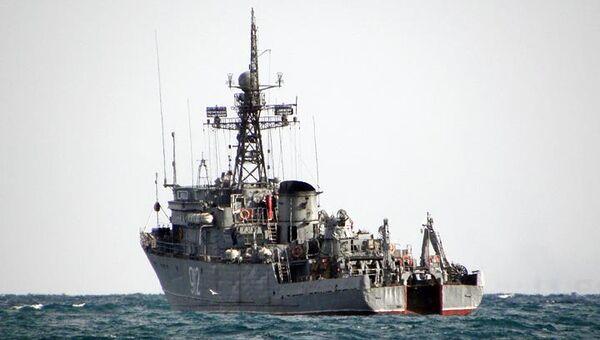 Морской тральщик Турбинист во время учений. Архивное фото
