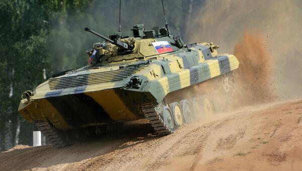 Экипаж БМП-2 армии России. Архивное фото