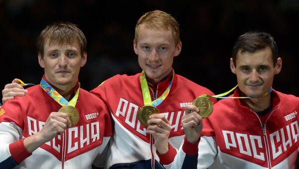 Алексей Черемисинов, Артур Ахматхузин и Тимур Сафин, выигравшие командное первенство в фехтовании на рапирах на Олимпиаде-2016