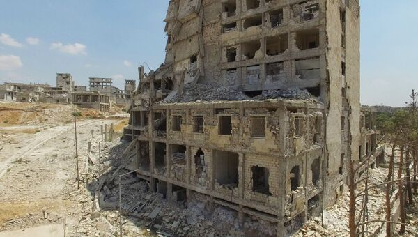 Разрушенное здание в квартале Бани-Зейд на севере Алеппо.