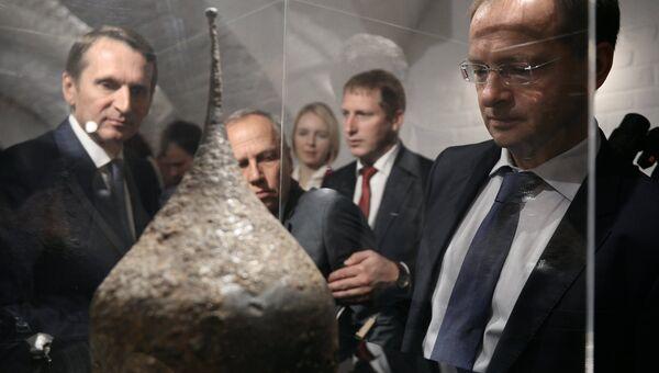Сергей Нарышкин и Владимир Мединский  на торжественной церемонии передачи археологических находок в Звенигородский музей