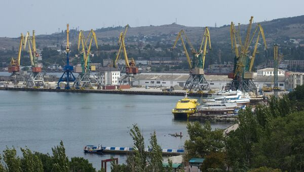 Вид на Феодосийский торговый порт. Архивное фото
