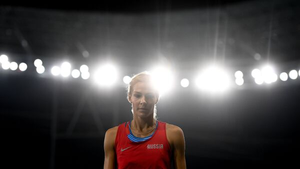 Дарья Клишина во время финальных соревнований по прыжкам в длину на XXXI летних Олимпийских играх
