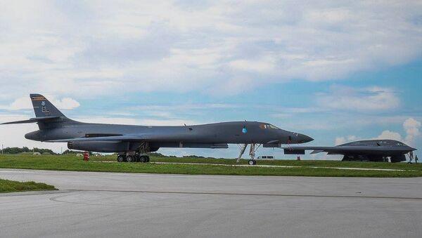 Американские бомбардировщики B-52, B-1B и B-2B на военно-воздушной базе Андерсон на острове Гуам. Архивное фото
