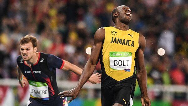 Усэйн Болт после финиша в финальном забеге на 200 м на XXXI летних Олимпийских играх