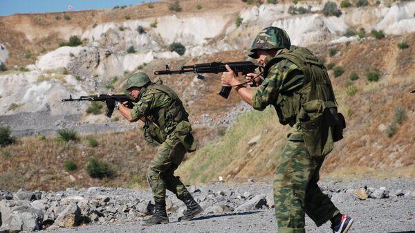 Бойцы спецподразделения народной милиции ДНР во время учений в Донецкой области