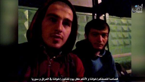 Стоп-кадр из видео, размещенного на экстремистских ресурсах, в котором представители запрещенной в России террористической организации Исламское государство берут на себя ответственность за нападение на пост ГИБДД на Щелковском шоссе