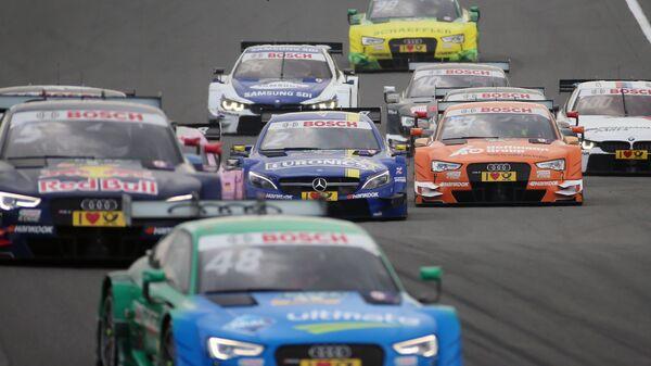 Машины во время гонки серии DTM