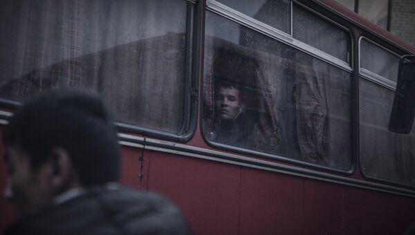 Иностранные рабочие, задержанные в ходе рейда ФМС по выявлению нелегальных мигрантов в Москве. Архивное фото
