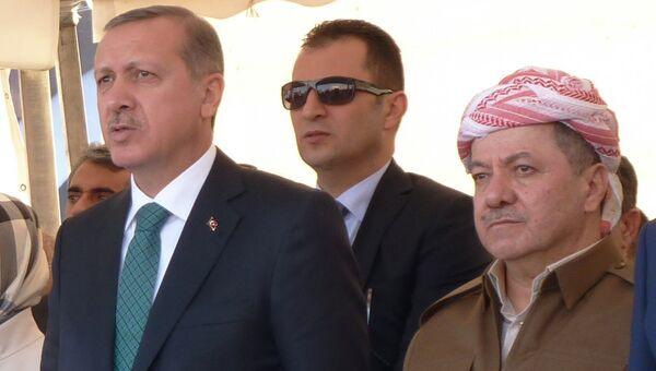 Глава Курдской автономии Северного Ирака Масуд Барзани (справа). Архивное фото