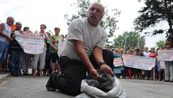 Шахтеры предприятий группы компаний Кингкоул проводят пикет в городе Гуково Ростовской области