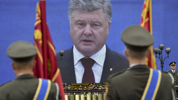 Президент Украины Петр Порошенко на параде по случаю 25-летней годовщины со Дня Независимости Украины в Киеве. 24 августа 2016