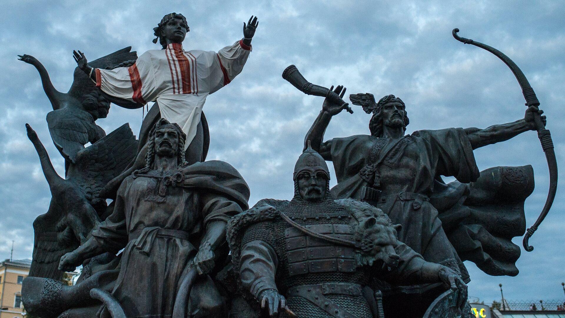 Памятник основателям Киева на площади Независимости в Киеве - РИА Новости, 1920, 24.12.2020