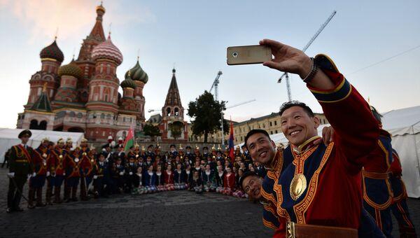 На репетиции торжественного открытия фестиваля Спасская башня на Красной площади в Москве. 25 августа 2016