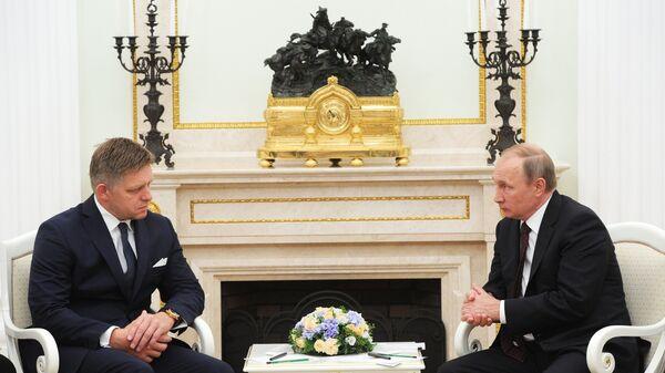 Президент России Владимир Путин и премьер-министр Словакии Роберт Фицо во время встречи в Кремле. 25 августа 2016
