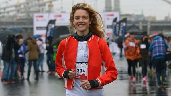 Топ-модель, основательница фонда Обнаженные сердца Наталья Водянова во время благотворительного забега Бегущие сердца