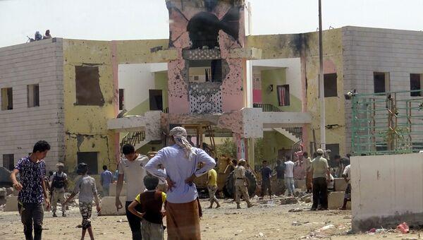 На месте взрыва в Адене, Йемен. 29 августа 2016