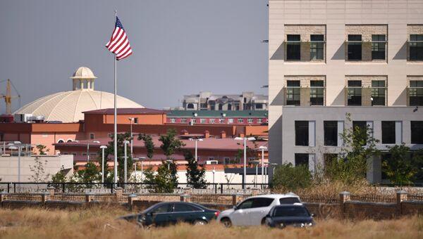 Посольство США, находящееся по соседству с посольством Китая, в котором произошел взрыва автомашины марки Mitsubishi Delica, протаранившей ворота дипломатического представительства Китая в Бишкеке
