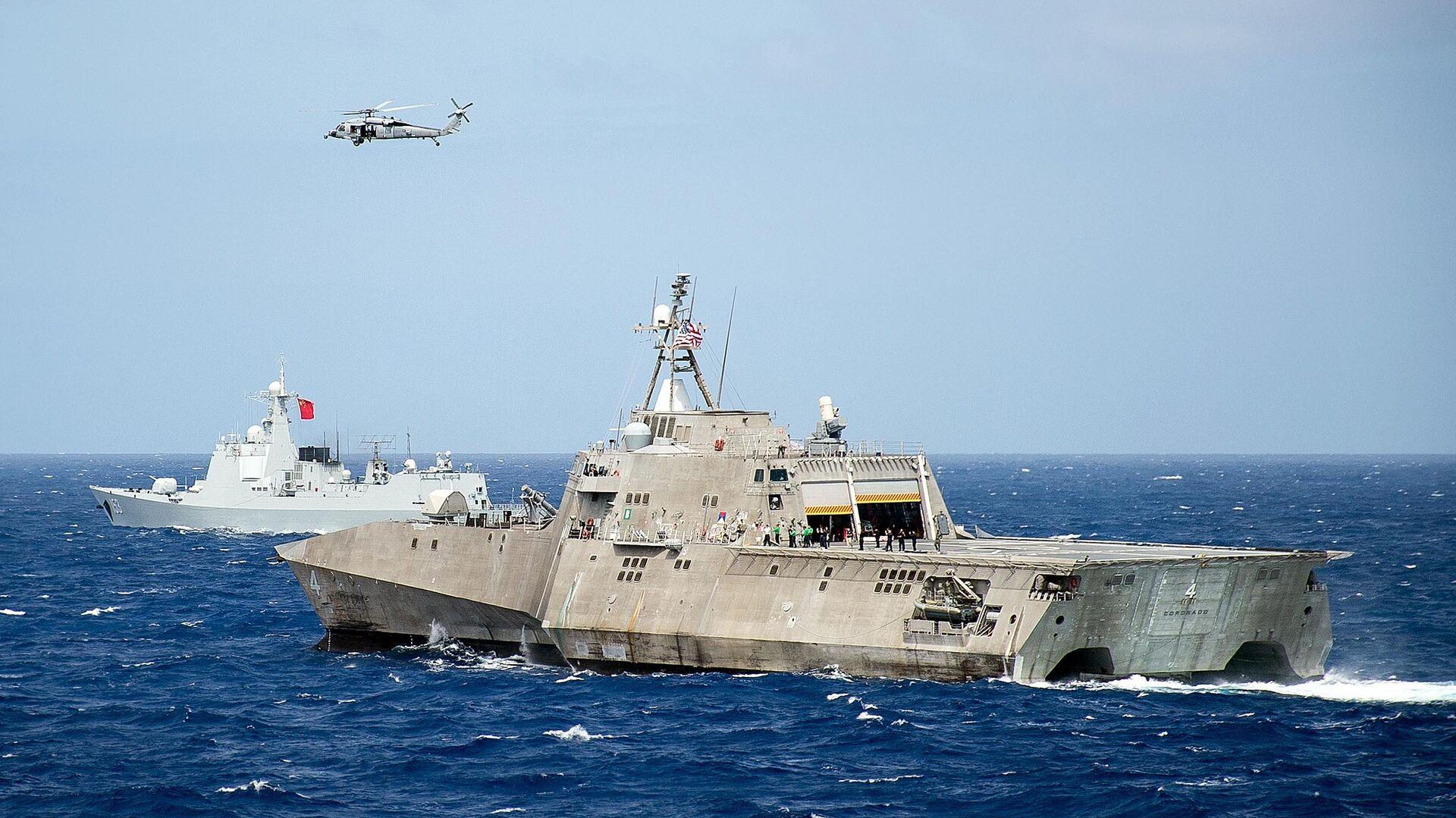 Корабль ВМС США LCS Coronado во время учений стран Азиатско-Тихоокеанского региона в Тихом океане. Июль 2016 - РИА Новости, 1920, 03.02.2021