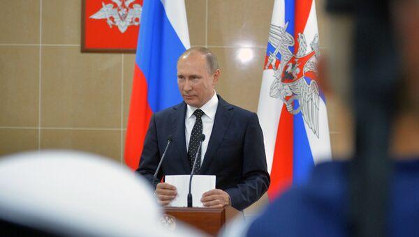 Президент РФ Владимир Путин во время посещения филиала Нахимовского военно-морского училища во Владивостоке. 31 августа 2016