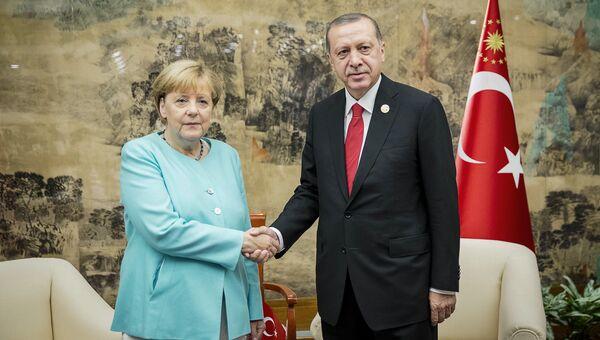 Канцлер ФРГ Ангела Меркель и президент Турции Тайип Реджеп Эрдоган встретились на полях саммита G20