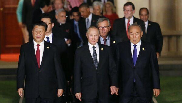 Лидеры G20 перед совместным фотографированием глав делегаций государств-участников Группы двадцати в Ханчжоу