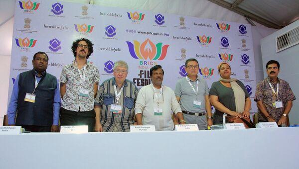 Члены жюри Первого международный кинофестиваля стран Брикс во время пресс-конференции в Нью-Дели. Архивное фото