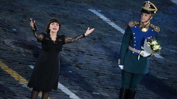 Французская певица Мирей Матье выступает на закрытии международного фестиваля Спасская Башня - 2016