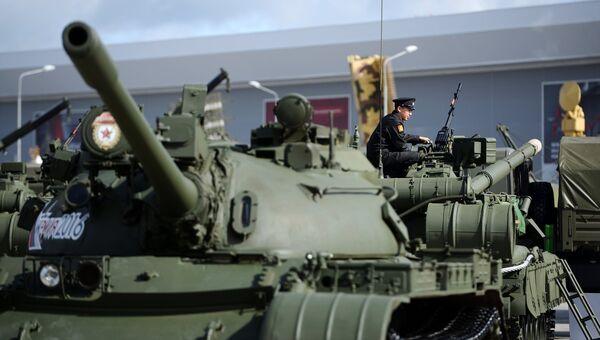 Первый в мире серийный Советский средний танк Т-55 МБ во время открытия Международного военно-технического форума АРМИЯ-2016