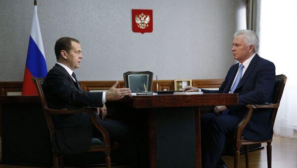 Председатель правительства РФ Дмитрий Медведев и глава Бурятии Вячеслав Наговицын во время встречи в Улан-Удэ. 7 сентября 2016