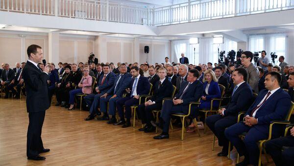 Дмитрий Медведев во время встречи с представителями малого и среднего бизнеса в Улан-Удэ. 7 сентября 2016
