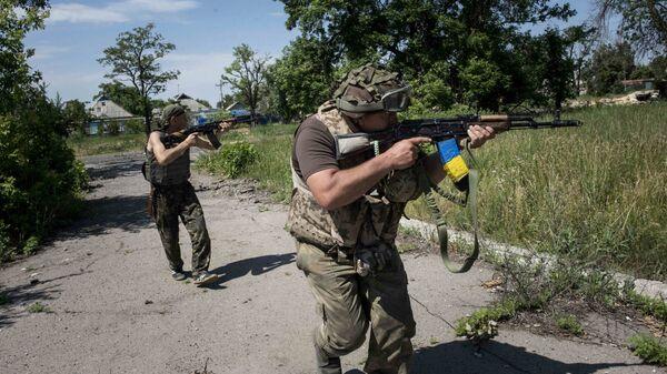 Солдаты ВСУ возле Марьинки, Донецкая область, Украина. Архивное фото