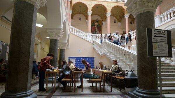 Абитуриентка в Московском Государственном Университете имени М.В. Ломоносов