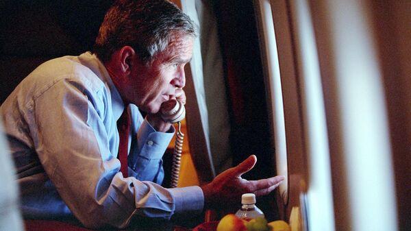 Президент США Джордж Буш-младший на борту президентского самолета 11 сентября 2001 года