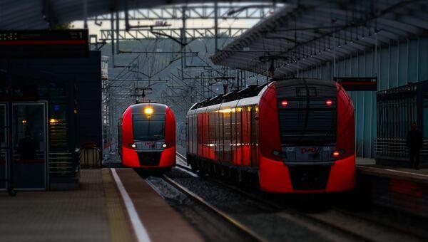 Электропоезда на транспортно-пересадочном узле Московского центрального кольца. Архивное фото