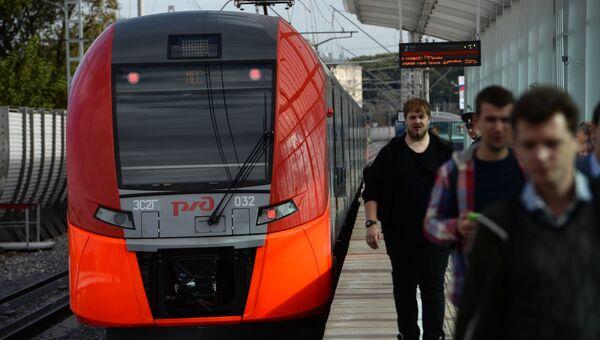 Электропоезд на станции Лужники Московского центрального кольца. Архивное фото