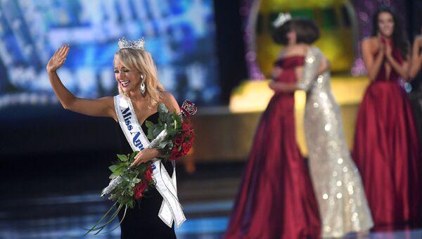 Завоевавшая корону и титул Мисс Америка-2017 Савви Шилдс