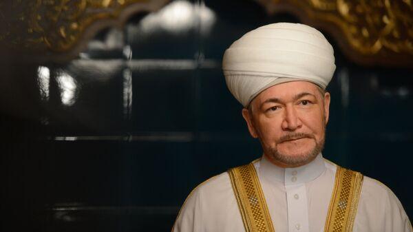 Председатель совета муфтиев России Равиль Гайнутдин в Московской Соборной мечети во время празднования Курбан-Байрама