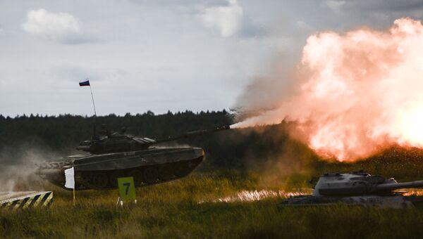 Танк Т-72 Б3 во время показательных учений на полигоне Алабино на международном военно-техническом форуме Армия-2016