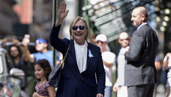 Кандидат в президенты США от демократов Хиллари Клинтон после официальной церемонии памяти жертв терактов 11 сентября 2001 года в Нью-Йорке