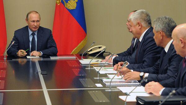 Президент России Владимир Путин проводит совещание с постоянными членами Совета безопасности РФ в резиденции Ново-Огарево. 12 сентября 2016