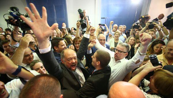 Представители Хорватского демократического содружества радуются победе в парламентских выборах. 11 сентября 2016