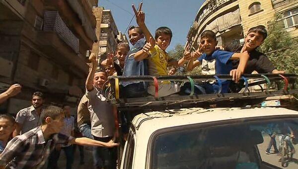 Сирийские дети играли на улице в первый день режима прекращения огня в Алеппо. Архивное фото