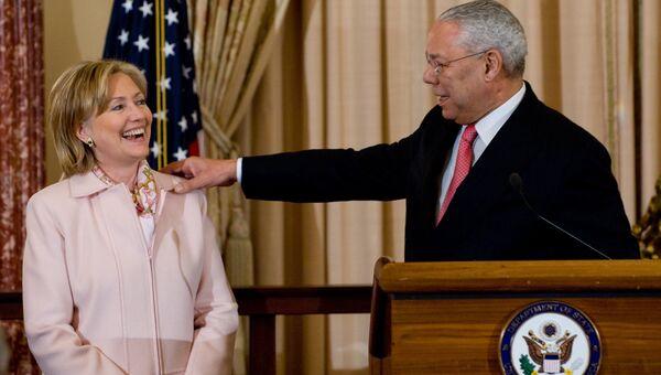 Колин Пауэлл и Хиллари Клинтон в штаб-квартире Госдепартамента США. Архивное фото